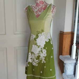 Nice preowned ladies dress Ann Taylor size 0